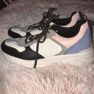 Call it spring sneakers. Look like new !